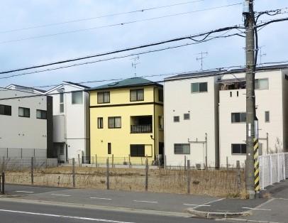 住宅街の中の空き地